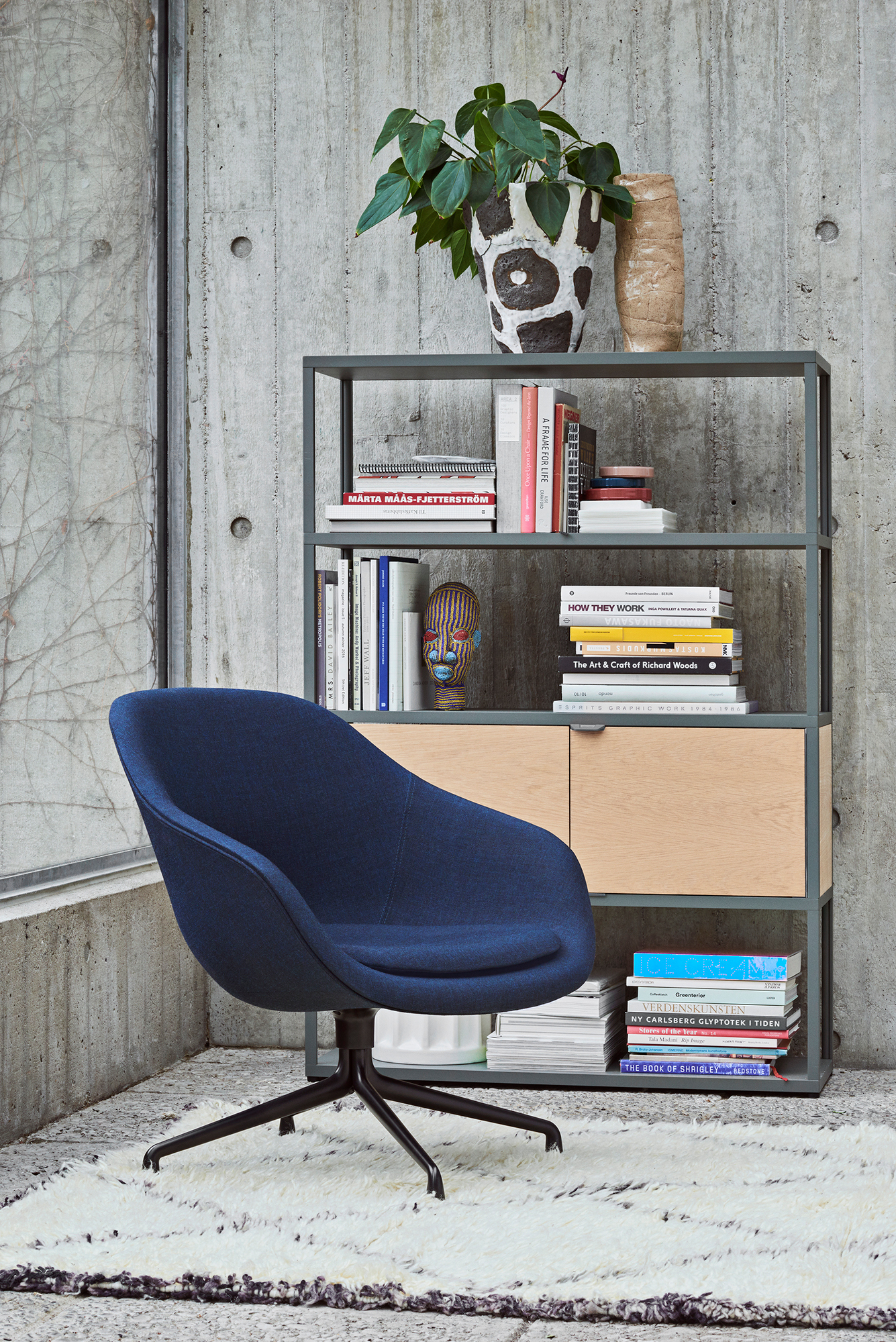 About a Lounge AAL 81 / AAL81 Swivel chair Hay