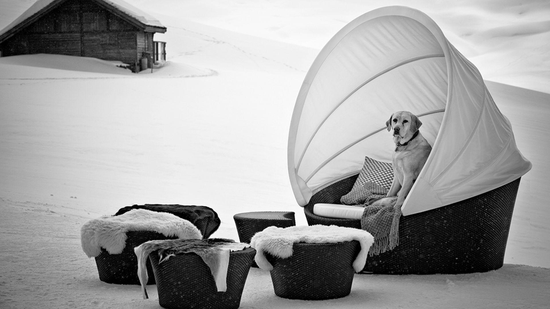 Orbit Loveseat sofa with top Dedon