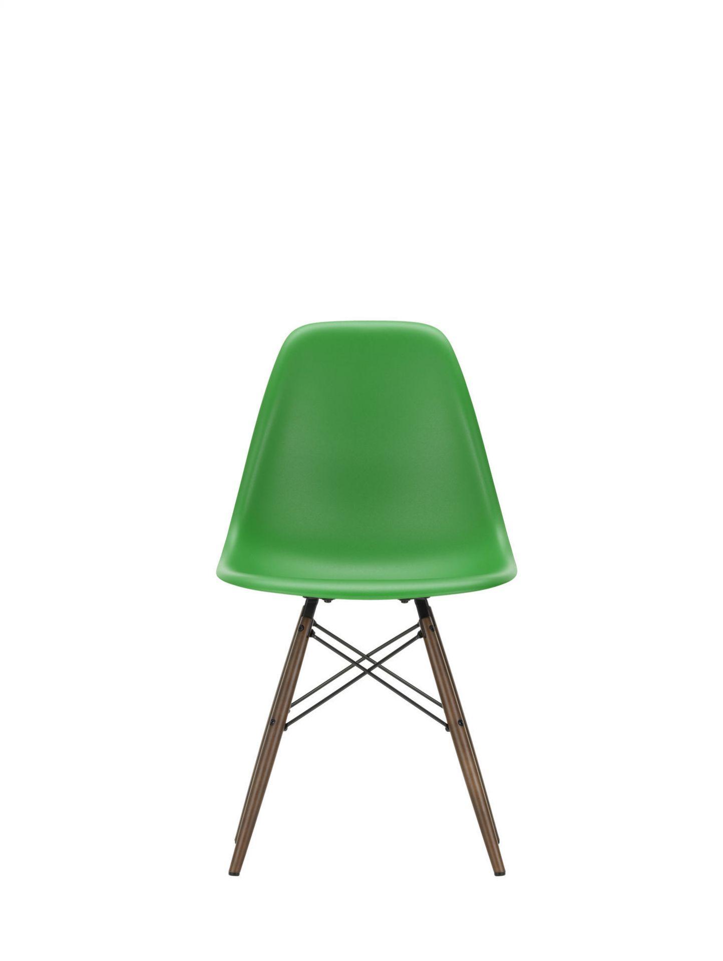 Eames Plastic Side Chair DSW Chair Vitra Maple yellowish-Deep black